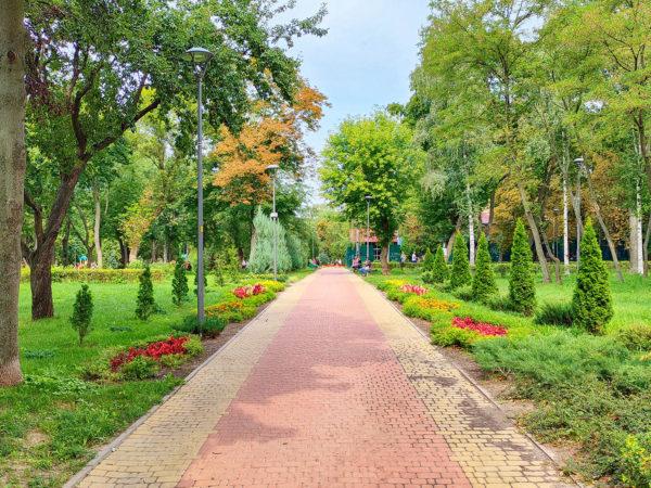 Парк «Веселка» - место для отдыха через дорогу от «Файна Таун»