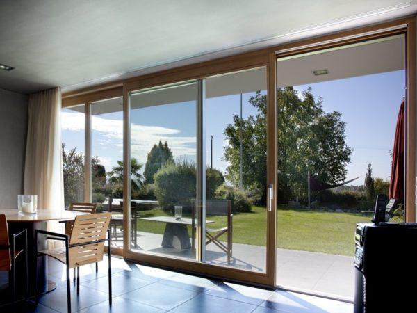 Пластиковые входные двери для дома – надежно и комфортно